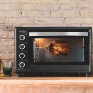 pollo asándose en el horno cecotec 750