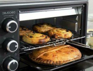 empanada y bollos en un horno Cecotec